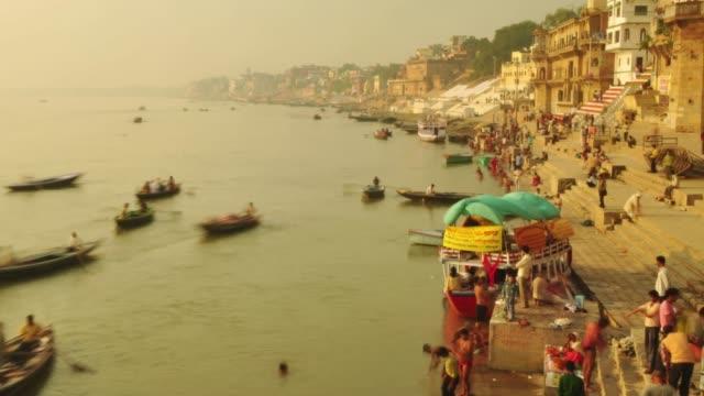 Time-lapse-Indian-pilgrims-rowing-boat-in-sunrise-Ganges-river-at-Varanasi-India-