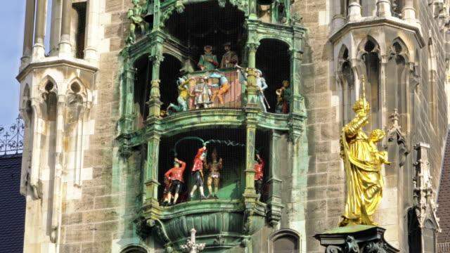 Reloj-del-nuevo-Ayuntamiento-(Neues-Rathaus)-Munich-Alemania