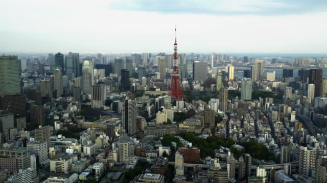 tokyo-tower-as-seen-from-the-roppongi-hills-mori-tower-in-tokyo