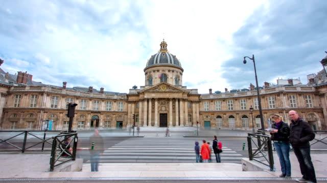 Institut-de-France-in-Paris-von-Pont-des-Arts-timelapse-hyperlapse