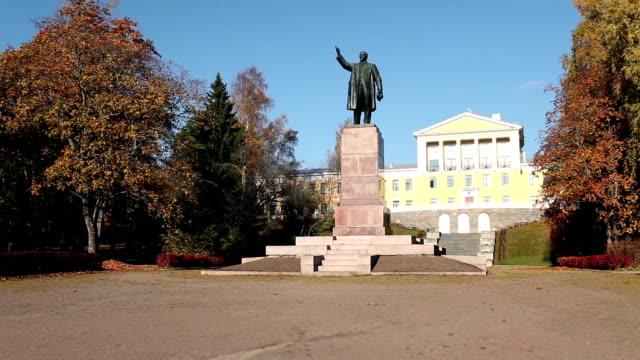 monument-Vladimir-Lenin
