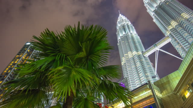 Malasia-noche-luz-KLCC-mall-petronas-twin-towers-cielo-panorama-4-tiempo-k-caer-kuala-lumpur