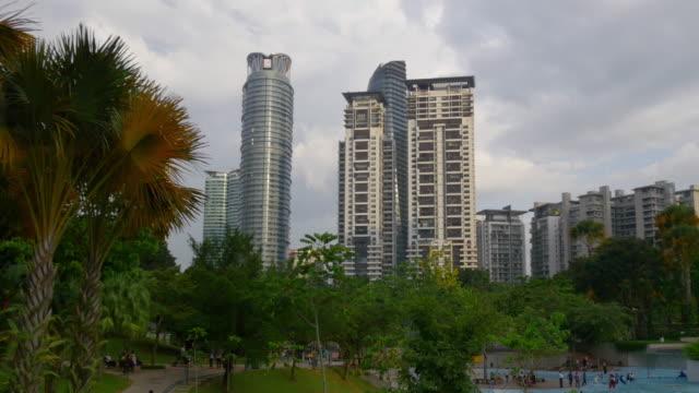 panorama-centro-de-kuala-lumpur-de-Parque-de-klcc-luz-del-atardecer-de-Malasia