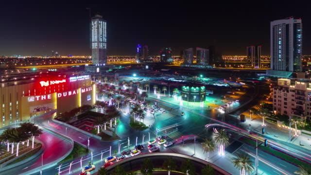 noche-iluminación-dubai-mall-tráfico-cruce-la-azotea-ve-4-k-tiempo-lapso-Emiratos-Árabes-Unidos