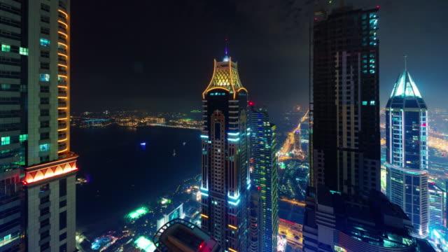 Dubai-palm-noche-marina-luz-techo-superior-panorama-4-tiempo-k-lapso-Emiratos-Árabes-Unidos