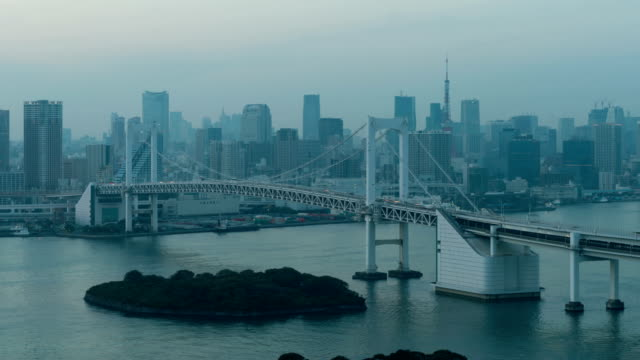 4K-Day-to-Night-Timelapse-Tokyo-Tower-and-Rainbow-bridge-in-Tokyo-Japan