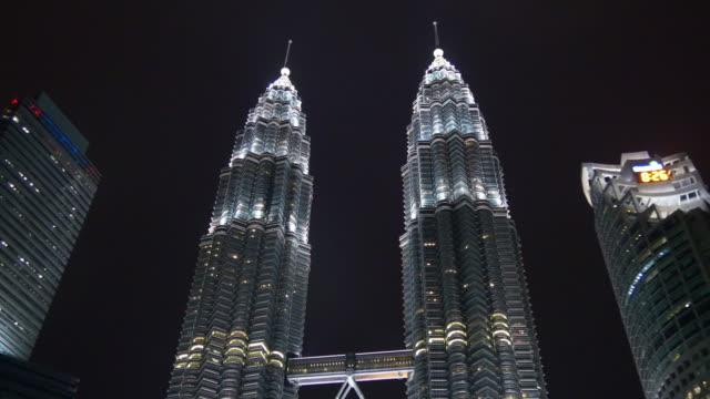 Malasia-famoso-kuala-lumpur-petronas-Torres-noche-iluminación-panorama-4k