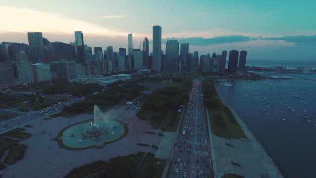 Chicago-horizonte-Buckingham-Fountain-atardecer-antena