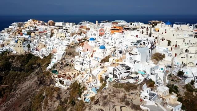 Sobrevuelo-de-la-ciudad-de-Oia-isla-de-Santorini-Grecia
