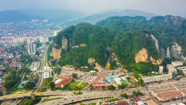 Kuala-lumpur-batu-famosa-Cueva-aérea-panorama-timelapse-4k-Malasia