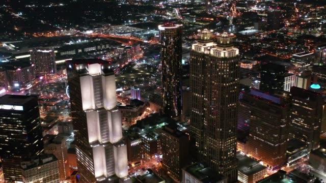 Aerial-de-Atlanta-Georgia-por-la-noche