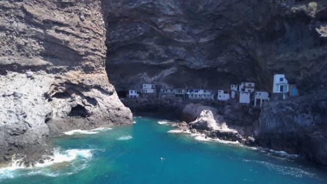 Cueva-pirata-Poris-de-Candelaria-una-atracción-turística-escondida-cerca-de-Tijarafe