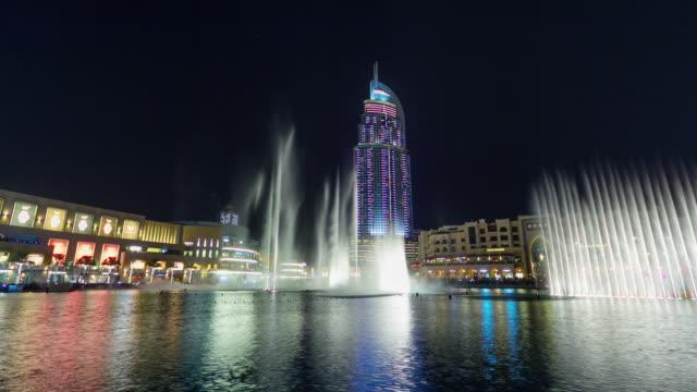 night-iilumination-dubai-world-famous-hotel-fountain-show-4k-time-lapse-united-arab-emirates