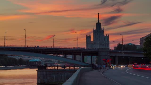 Río-de-Moscú-Rusia-poca-Bahía-siete-hermanas-panorama-puesta-del-sol-4k-lapso-de-tiempo