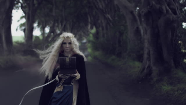 4k-Fantasy-Shot-in-Dark-Hedges-Queen-Closing-a-Box-with-Smoke