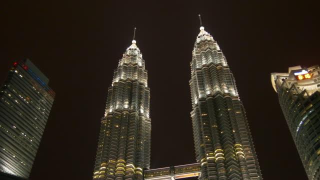 Malasia-famoso-kuala-lumpur-petronas-Torres-noche-tiempo-panorama-4k