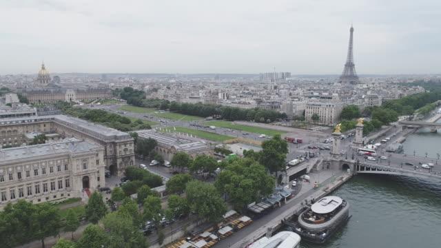 Vista-aérea-de-París-con-el-Sena