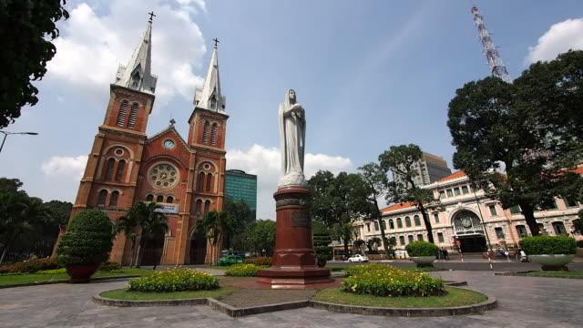 Saigon-Notre-Dame-Basilica-and-Central-Post-Office-Ho-Chi-Minh-City-Vietnam