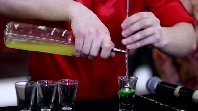 Medium-shot-of-preparing-green-mexican-cocktail
