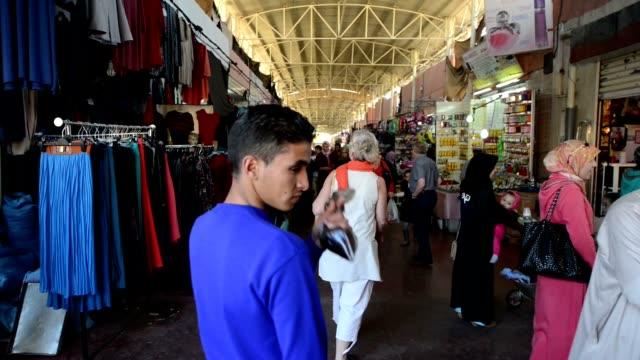 People-in-Souk-El-Had-the-biggest-bazar-in-Agadir