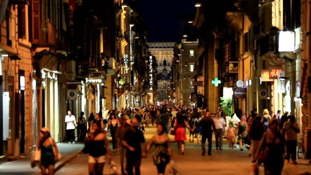 Tourist-Walking-on-the-street-of-Rome