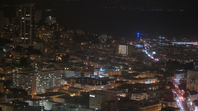 Horizonte-de-la-ciudad-edificios-de-oficinas-en-la-noche-San-Francisco-California-4-K