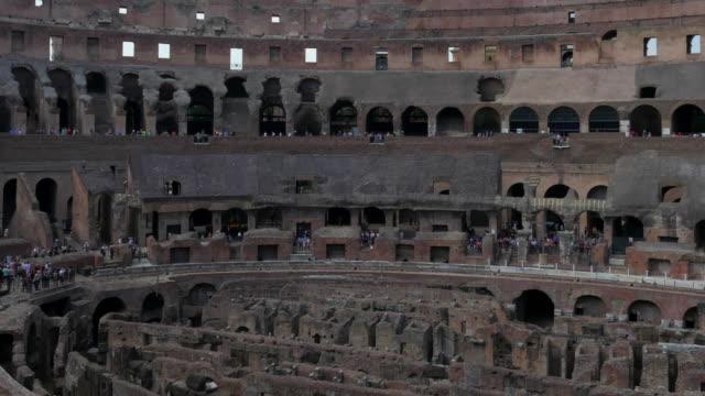 Coliseo-interior-Roma-Italia
