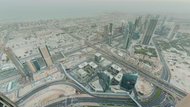 mañana-dubai-centro-de-la-ciudad-azotea-panorama-calle-tráfico-superior-4-tiempo-k-lapso-Emiratos-Árabes-Unidos