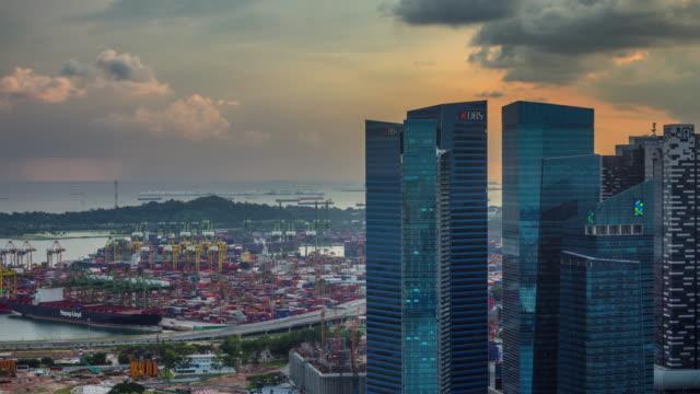 puesta-de-sol-puerto-de-Singapur-y-negocios-bloquean-4-k-tiempo-transcurrido-desde-la-azotea