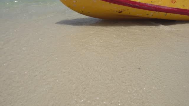 kayaks-on-the-beach-