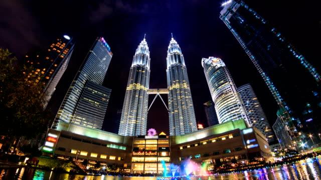 Lapso-de-tiempo-Kuala-Lumpur-noche-paisaje-urbano-histórico-viaje-lugar-de-Malasia-4K-(zoom-out)