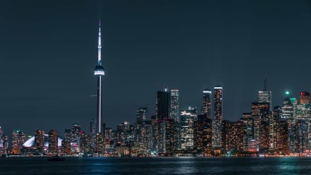 Luces-del-Skyline-de-ciudad-brillante-de-la-noche