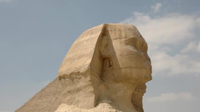 """Nahaufnahme-der-Neigung-nach-unten-Schuss-der-Sphinx-von-Gizeh-bei-Kairo-Ã""""gypten"""