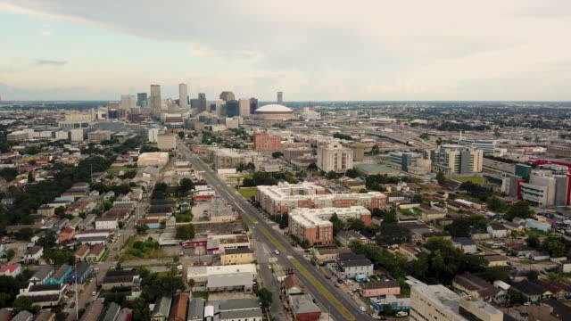 Aerial-View-Rush-Hour-Traffic-Moves-Along-Interstate-Highway-Running-Thru-New-Orleans-Louisiana
