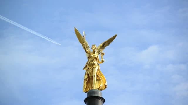 """El-Ángel-de-la-paz-\""""Friedensengel\-en-Munich"""