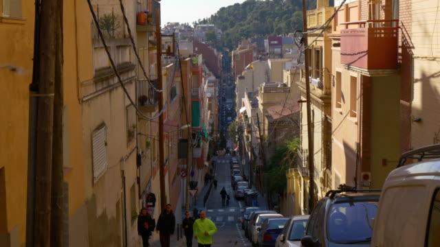 barcelona-hill-street-sunny-day-vida-4-k-España
