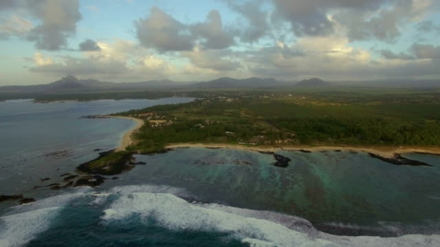 Volando-sobre-la-isla-y-las-aguas-del-Bajío