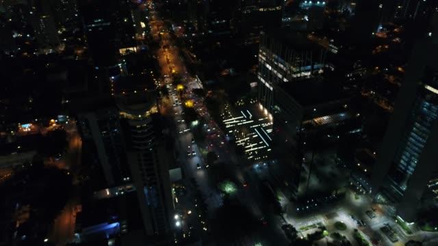 Avenida-Faria-Lima-en-Sao-Paulo-por-la-noche-Brasil