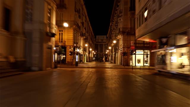 Calle-en-el-centro-de-Turín-–-Italia-Lapso-de-hiper