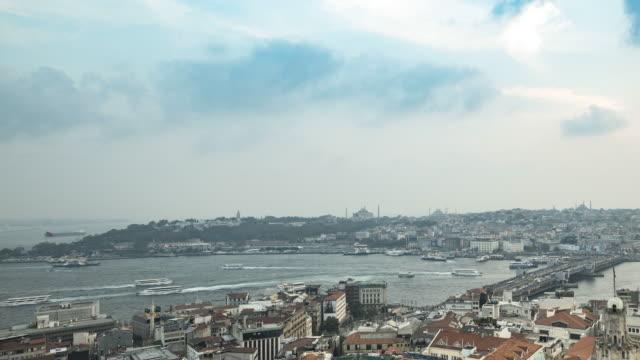 Hermoso-atardecer-lapso-Video-de-cuerno-de-oro-de-Estambul-desde-la-torre-de-Gálata-con-Hagia-Sophia-Palacio-de-Topkapi-Bósforo-azul-vista-del-Gran-Bazar-y-Mezquita