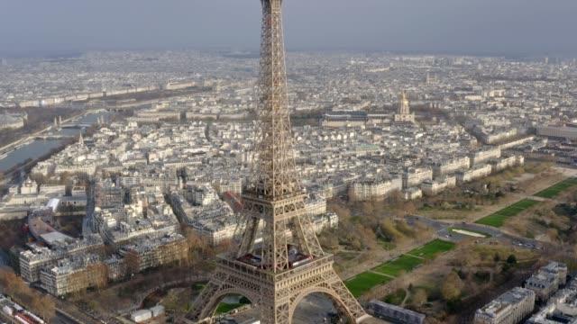 Aerial-View-Eiffelturm-weltweit-bekanntesten-Denkmal-in-Paris-Frankreich