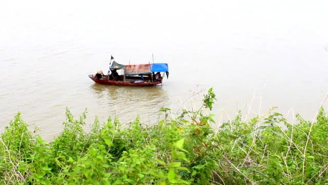 Barco-por-el-río
