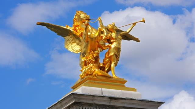 Estatua-Dorada-en-París-Francia