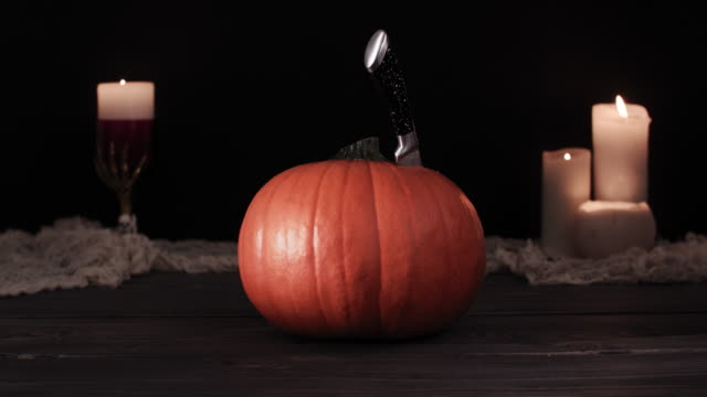 Halloween-pumpkin-with-scary-face