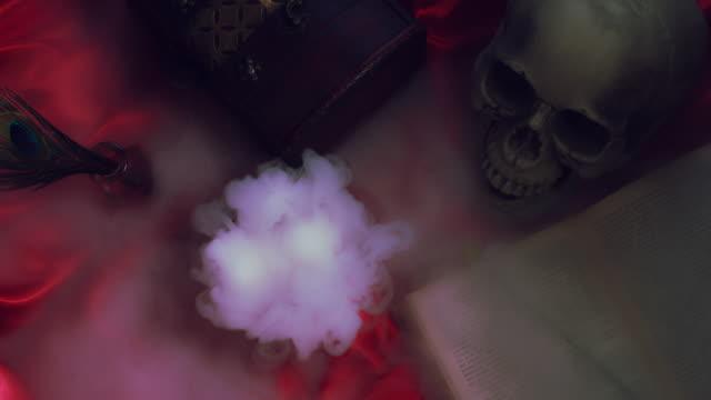 4k-composición-abstracta-de-fondo-de-Halloween-con-cráneo-fumar-al-revés
