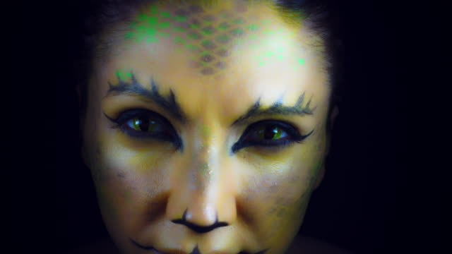 4K-Horror-Serpent-Makeup-Woman-Appears-from-Darkness