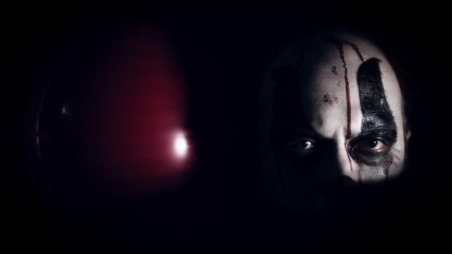 4k-Halloween-Horror-Clown-Man-With-Balloon-in-the-Dark