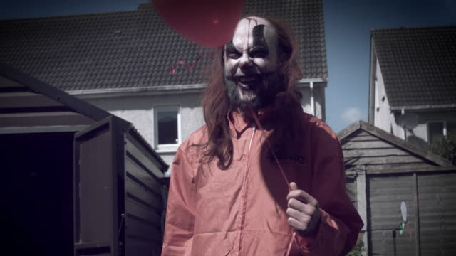 4k-Halloween-Horror-Clown-Man-Posing-Evil