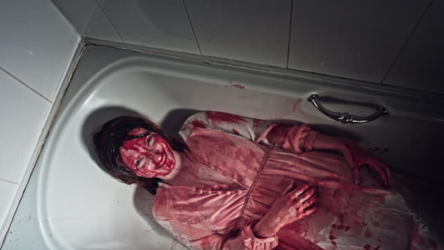 4K-Horror-Bloody-Woman-Looking-in-Bathtub