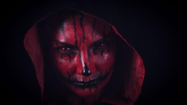 4-k-Horror-Halloween-Devil-Zoom-en-a-cara